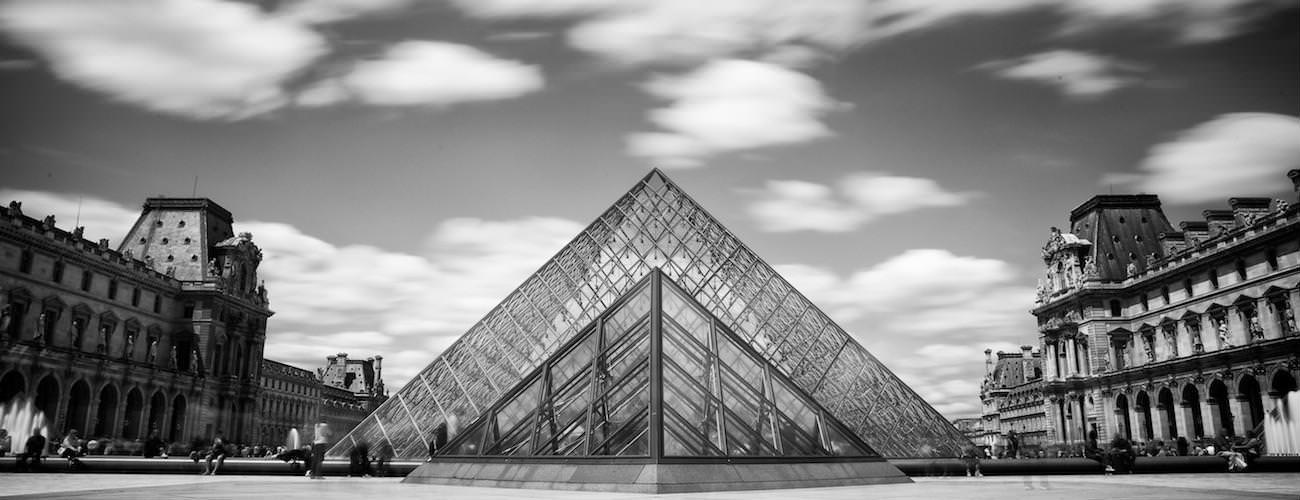 Architecture et pyramide du Louvre